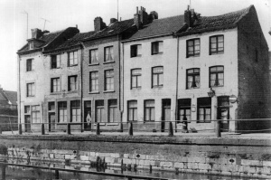 Hasseltkade van afgebr.huizen.Re. Gubbelstr. ±1933