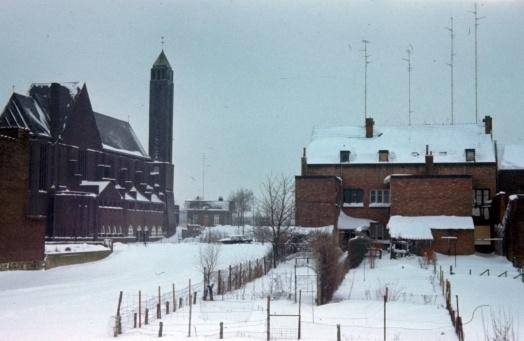 Past.Moormanstr 1965 winter kerk v.a. Nimrodstr