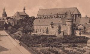 Begijnenstraat met Pater Vinktoren en vestingwerken 1925