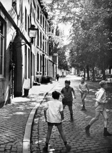 Grote Loierstraat ±1970 spelende kinderen
